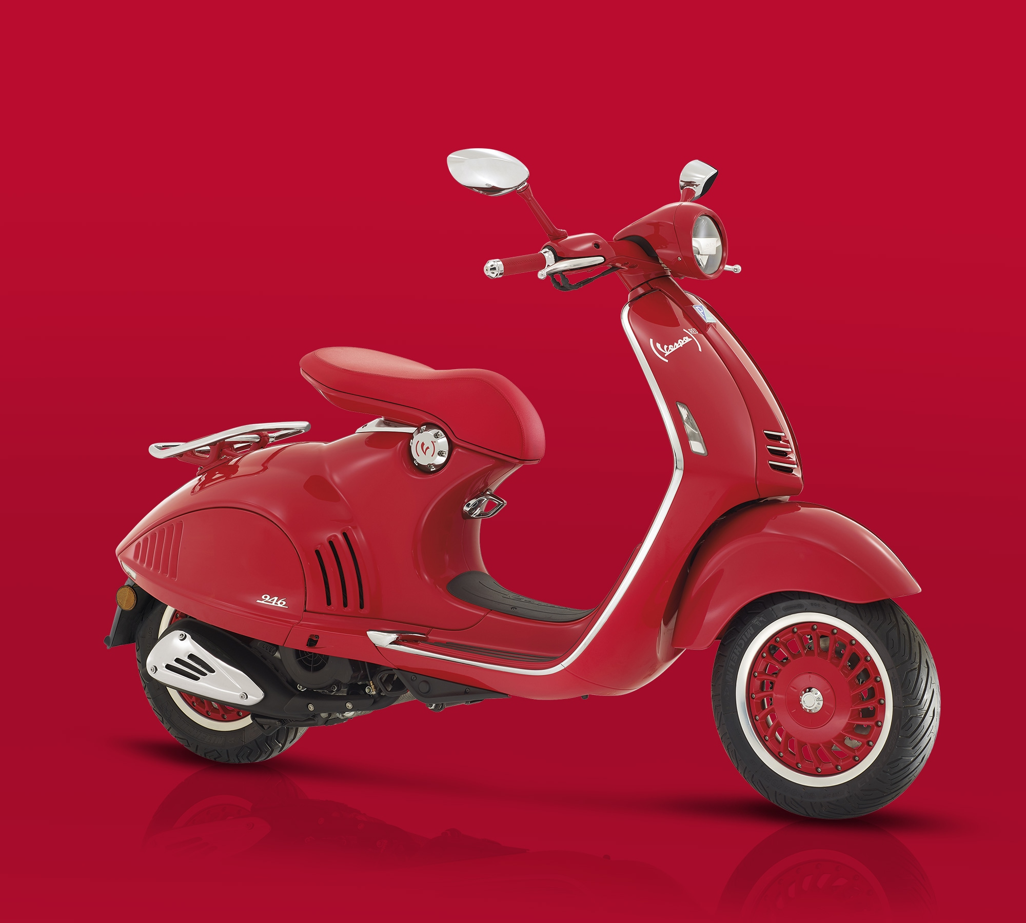 The new (VESPA 946)RED is the latest example of magic and creativity, a new  recipe for beauty and anti-conformity, an eternal contemporaneity.